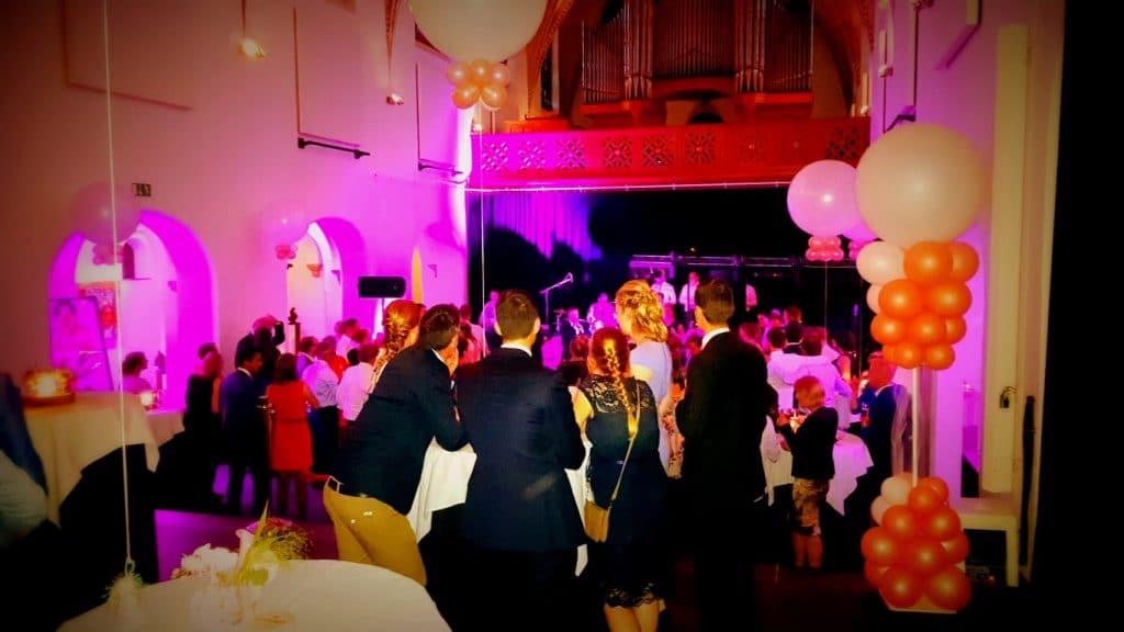 Bruiloft-DJ-venlo-domani-keverberg-feest-deejay-limburg-bedrijfsfeest