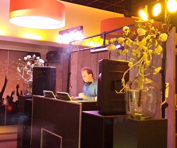 boostenhof-dj-deejay-dansen-feest-party-bruiloft-dj-venlo