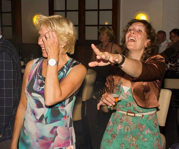 bruiloftsfeest-dansen-dj-entertainment-draaien-feest-pioneer