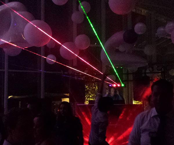 disco-party-venlo-limburg-dj-deejee-dansen-artiesten-inhuren-feestzaal