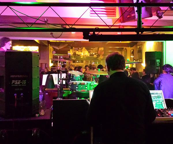 evenement-venlo-dj-artietsten-dansen-bar-bier-drank-wijn