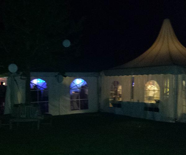 feest-tent-bruiloft-dj-venlo-dansen-deejays-huren-op-zoek-naar