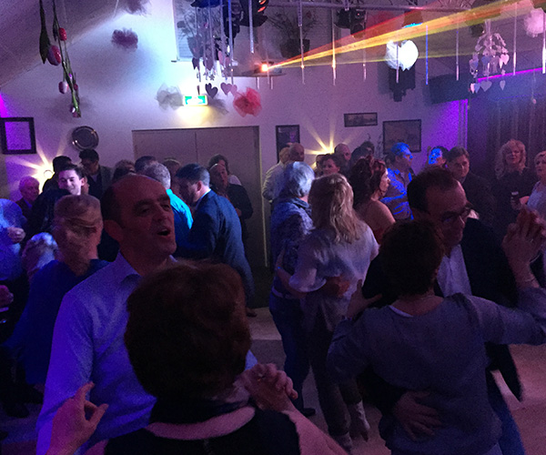 hand-dansen-feest-venlo-limburg-klassiek-feest-sandra-marco-cafe-zaal
