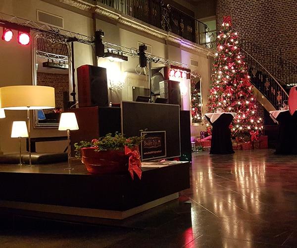 kerst-deejay-venlo-ice-bedrijfsborrel-kerstborrel-dansen