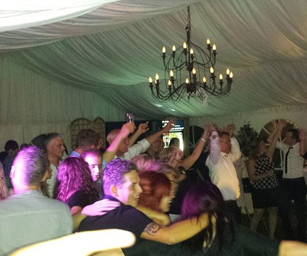 leuk-feest-bruiloft-party-hard-dansen-belfeld-venlo-limburg-dj-dj