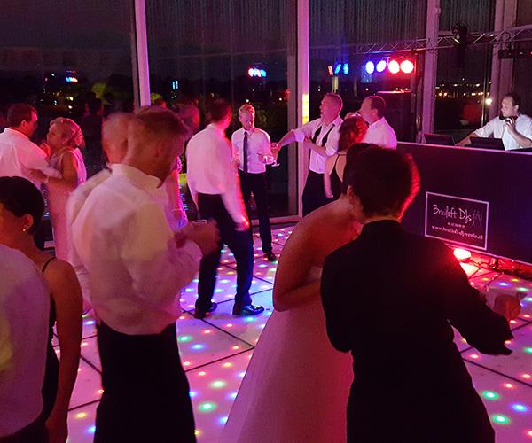 limianz-huwelijksfeest-dansen-dj-verlichte-led-dansvloer
