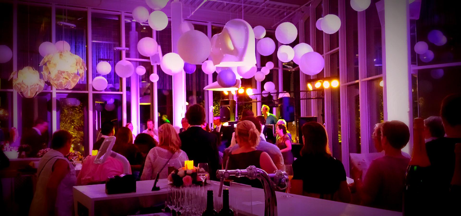 maaspoort-venlo-feest-dj-deejay-verlichte-dansvloer-huren-artiesten ...