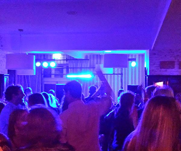 ziekenhuis-dj-feest-dansen-artiesten-viecuri-dansen-evenement-venlo