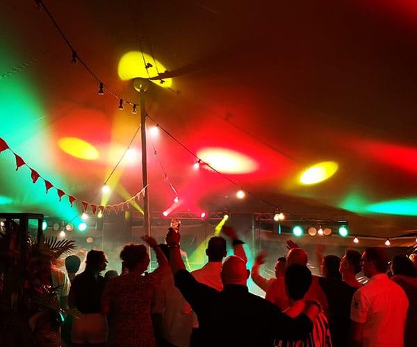bruiloft huwelijks feest dj deejay in limburg